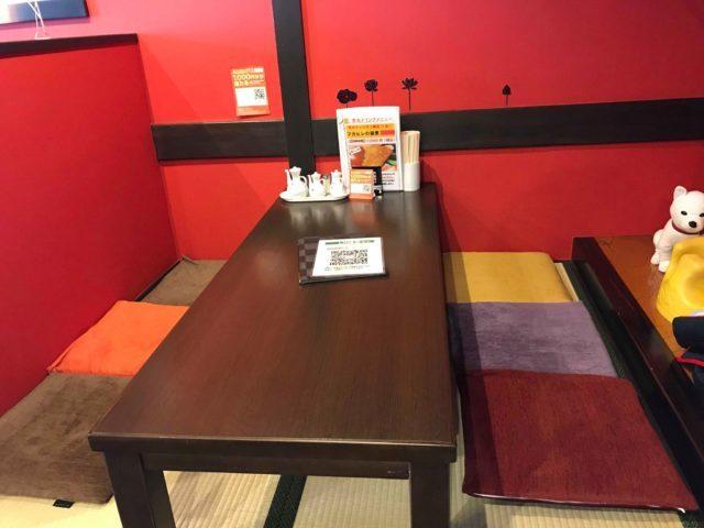 秀丸のテーブル席